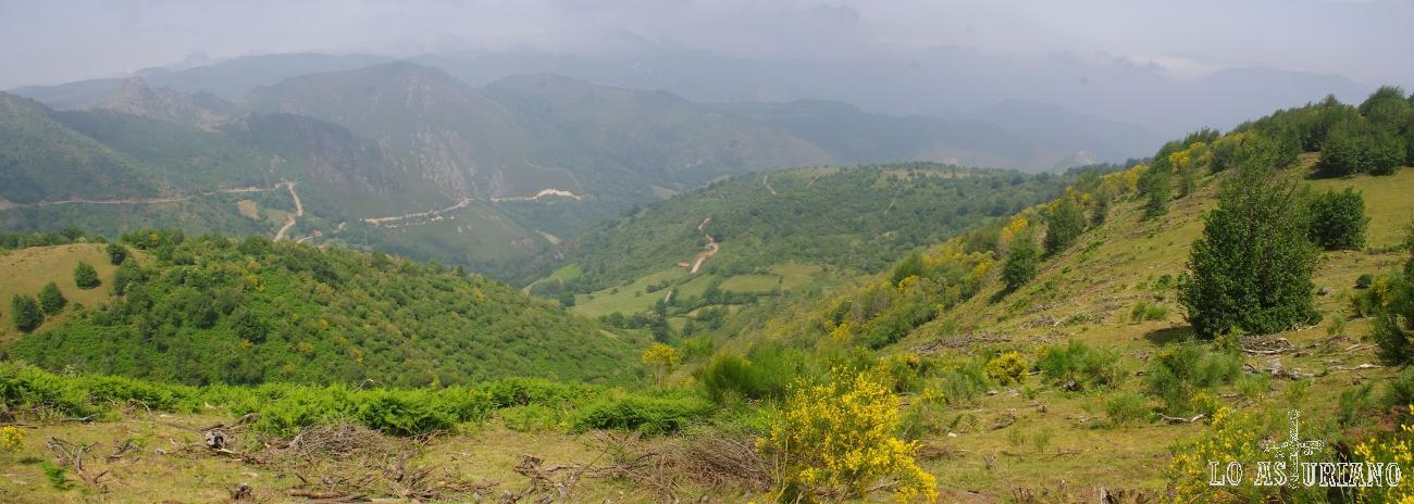 Bonitas vistas de los valles teverganos y del Cordal de Santa Marta, por la que se asciende a San Lorenzo.