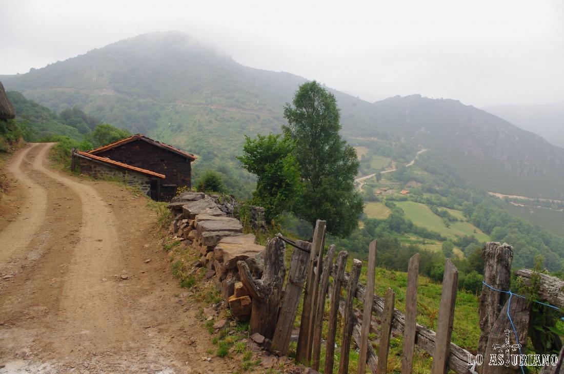 Esta ruta circular podemos realizarla en los 2 sentidos: desde San Lorenzo bajando a Tuiza, o desde SL, siguiendo hacia Llamaraxil.