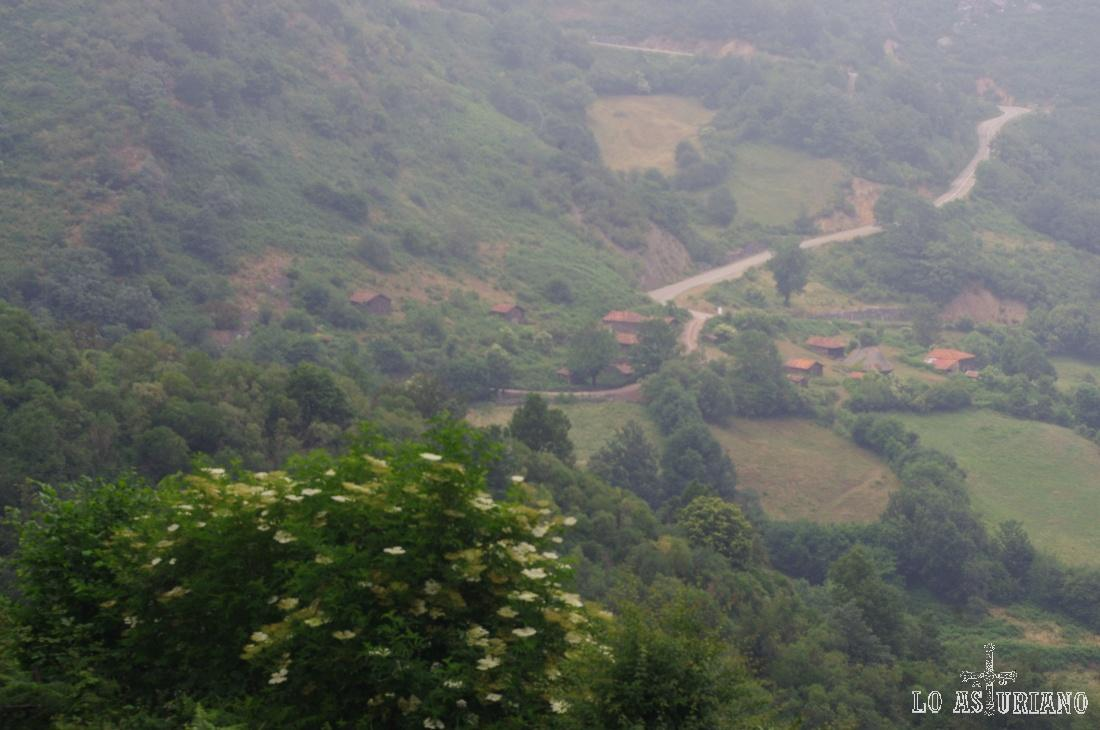 Desde Tuiza hasta San Lorenzo, tienes un par de km por carretera, con bastante pendiente; sobre el 12%.