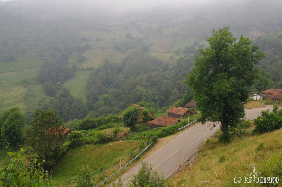 Tuiza desde la carretera de ascenso al puerto de San Lorenzo, límite entre Teverga y Somiedo.