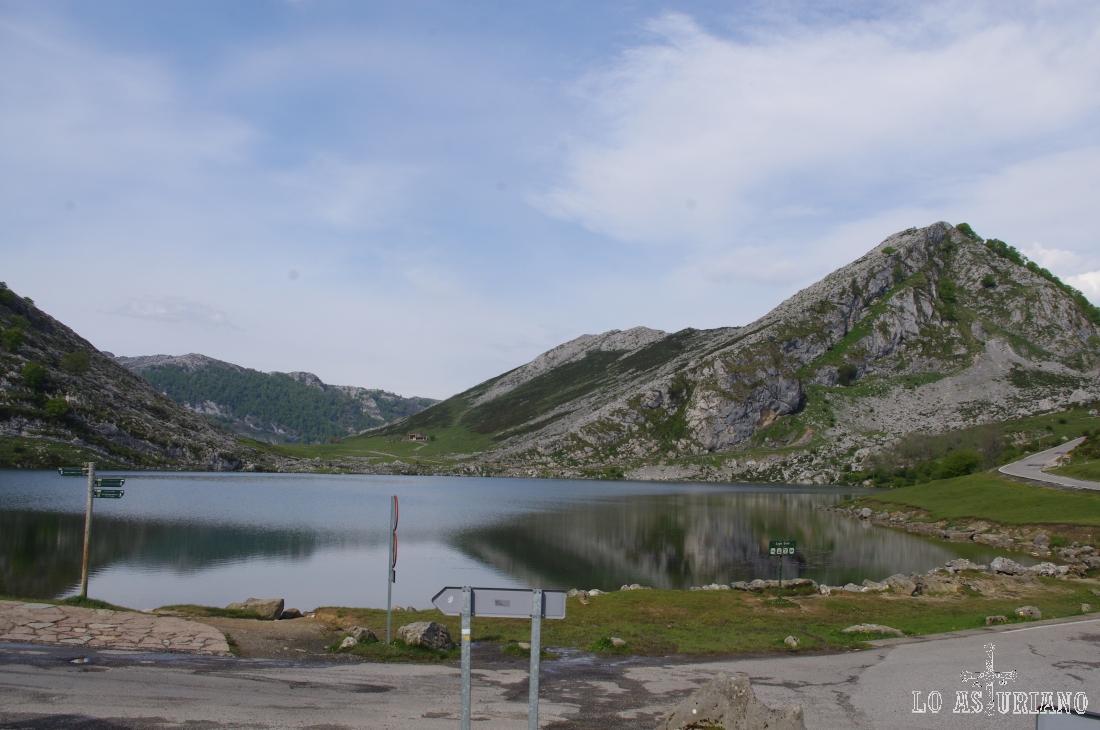 El primero de los lagos, a 1060 msnm: el lago de Enol.