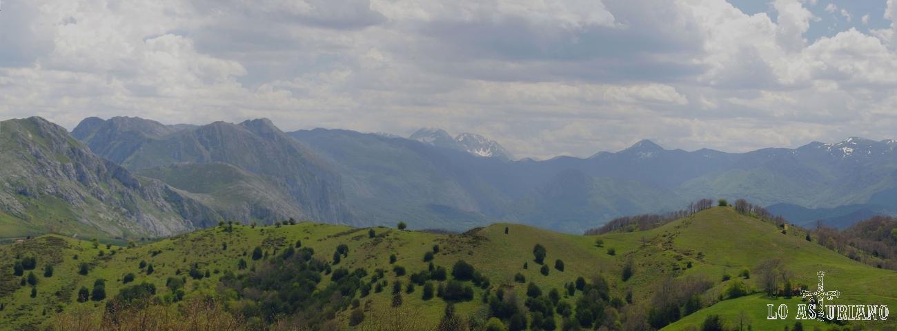 Vistas del Parque Natural de las Ubiñas La Mesa desde los Puertos de Marabio.