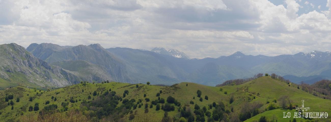 El Parque Natural de las Ubiñas La Mesa desde los Puertos de Marabio, en el concejo de Teverga.