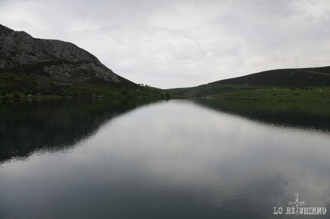 El lago de Enol tiene un calado de unos 25 metros.