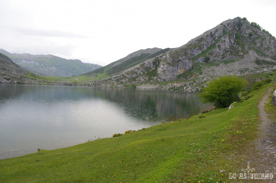 El lago y la porra de Enol.