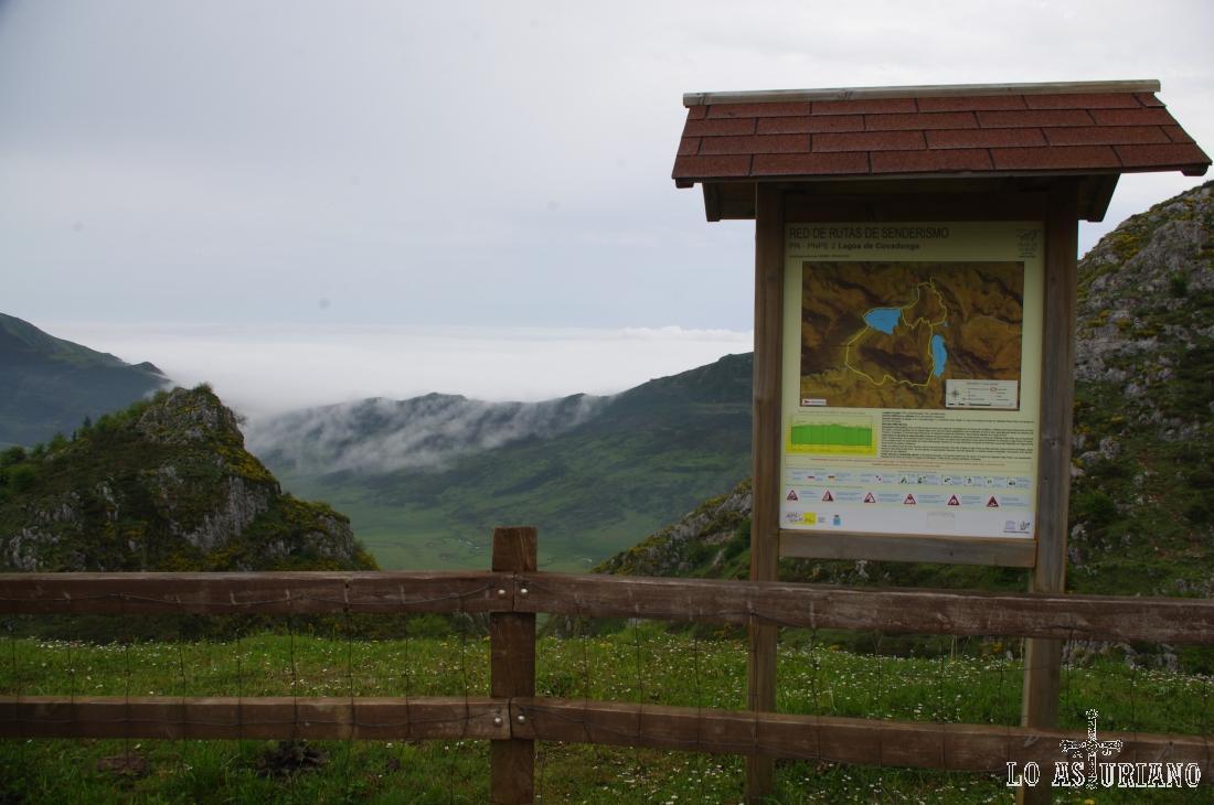 Pancarta ruta de los lagos de Covadonga