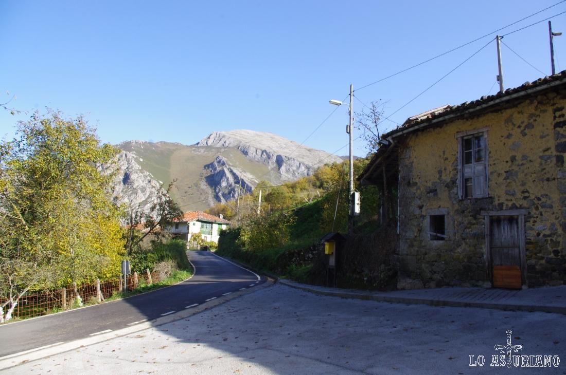 Casas de la aldea de Tanda, en el bonito concejo de Ponga.