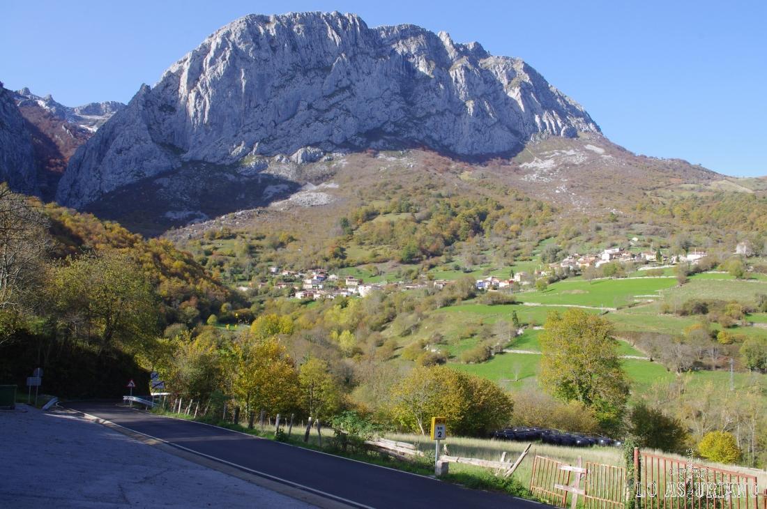 Peña Taranes, de 1749 msnm, en el concejo de Ponga.