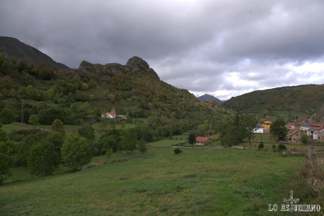 Vistas de Valle de Lago, pueblín desde el que comenzamos la ruta hacia Sousas.