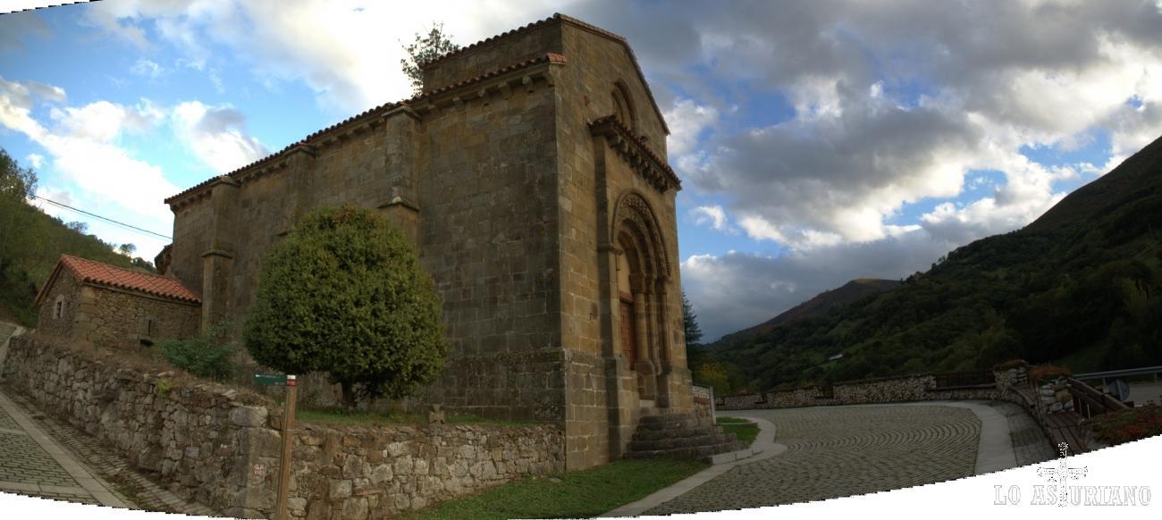 Monumento Nacional de la iglesia románica de San Pedro de Arroxo, en Quirós, Asturias.