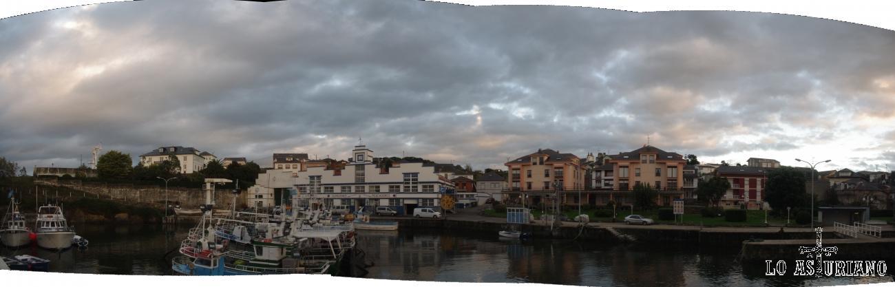 Panorámica del pueblo pesquero de Puerto Vega, en el concejo de Navia.