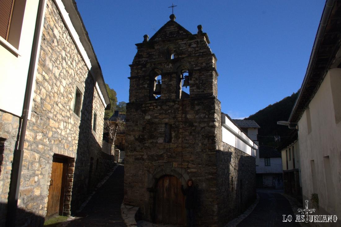 Pasamos en primer lugar por la iglesia de Sisterna, y la dejamos atrás.
