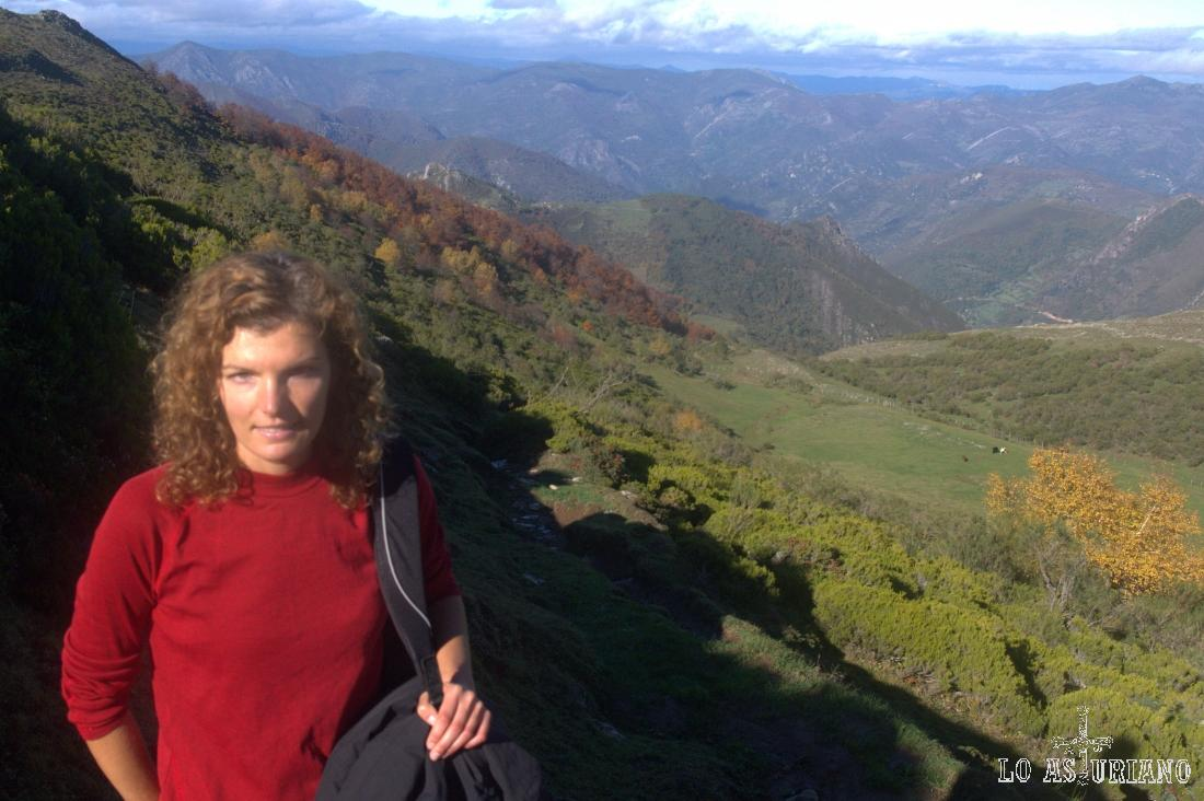 Bonitas vistas de Somiedo bajo, y más al fondo, de Belmonte de Miranda.