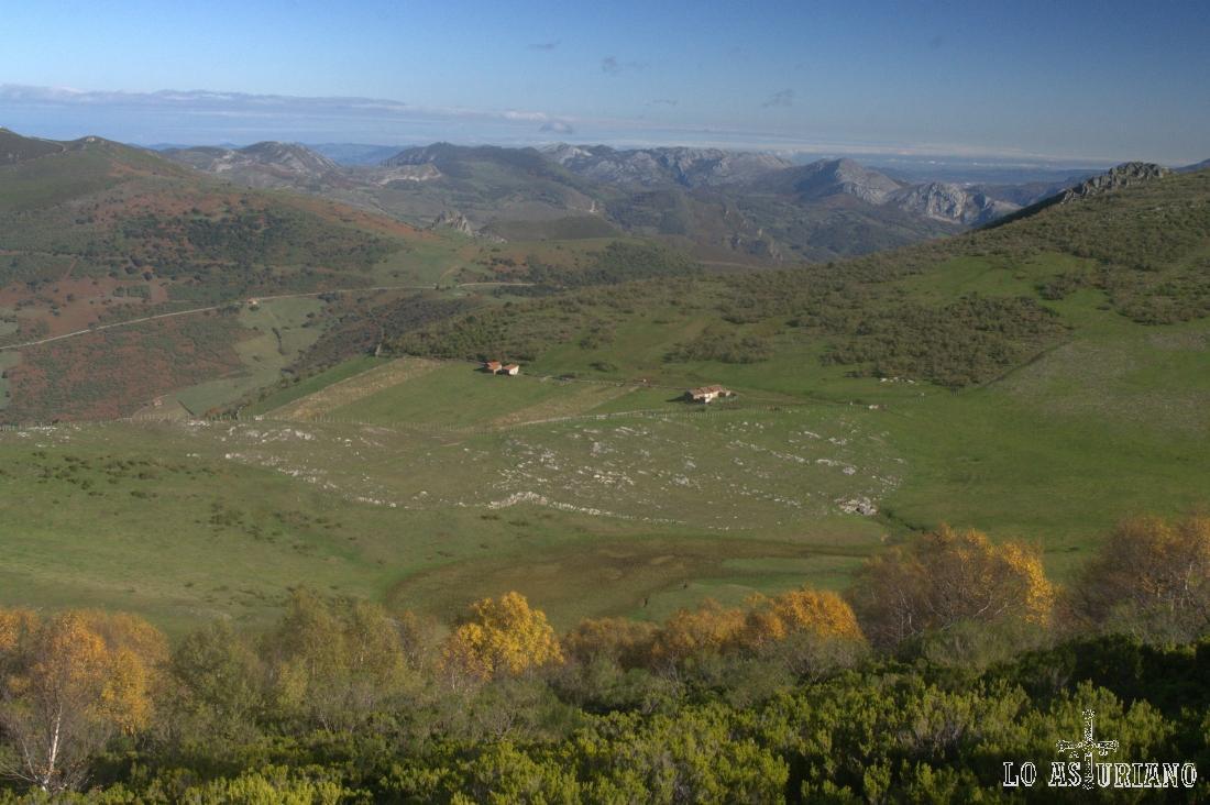Vistas de la braña de Piedraxueves desde las laderas del Michu.