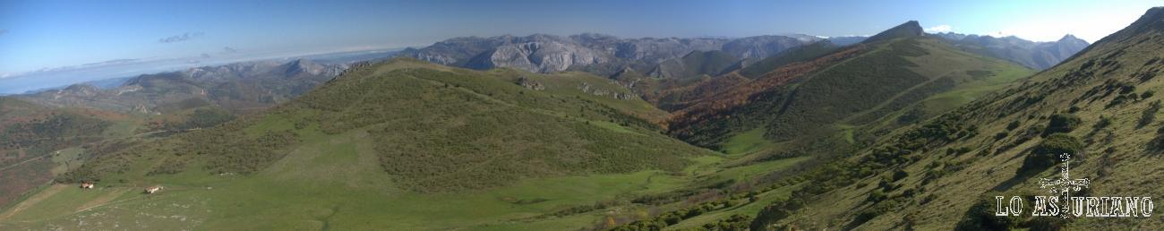 panorámica con el valle del Bao y Peña Negra, con las sierras de Teverga al fondo