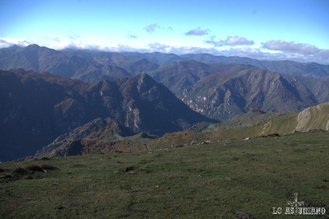 Vistas desde los 1700 metros, dirección noroeste.