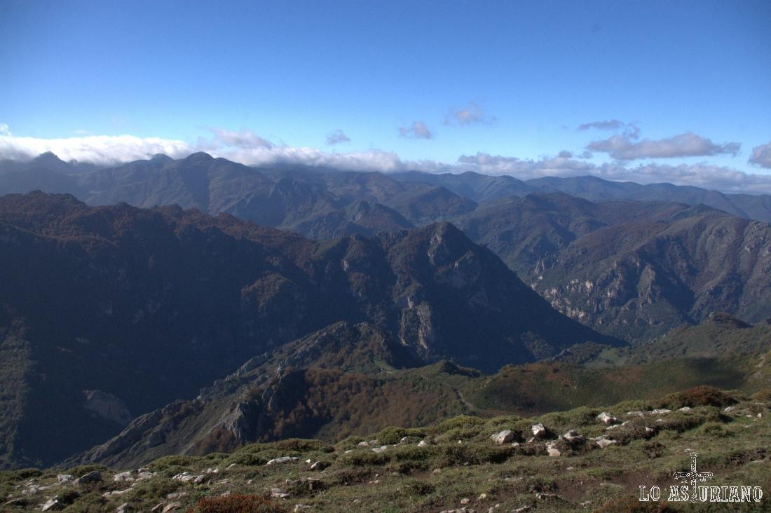 Vistas noroeste desde el cresterío del Michu.
