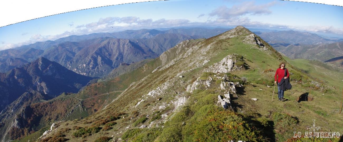 Magníficas vistas muy cerca de Peña Michu, a más de 1700 metros de altitud. Concejo de Somiedo.
