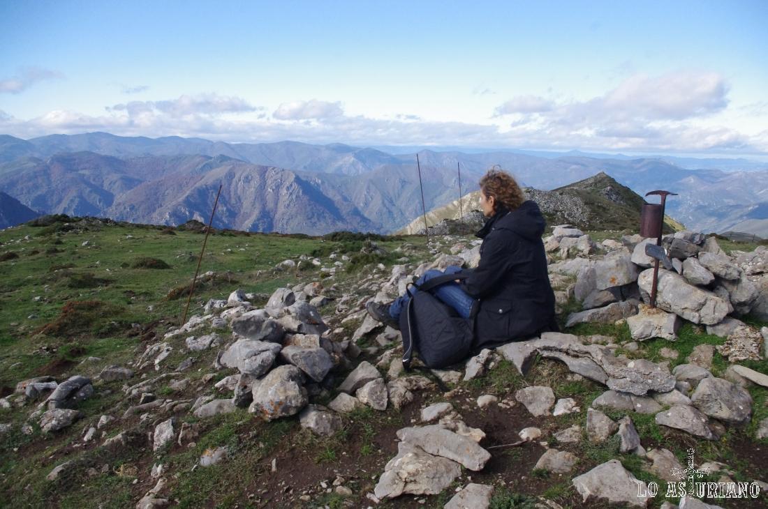 Desde Peña Michu, en Somiedo y a 1766 metros, vistas hacia Teverga.