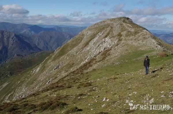 Estupenda foto de la Peña del Michu, desde los 1700 metros, por su cara noroeste.