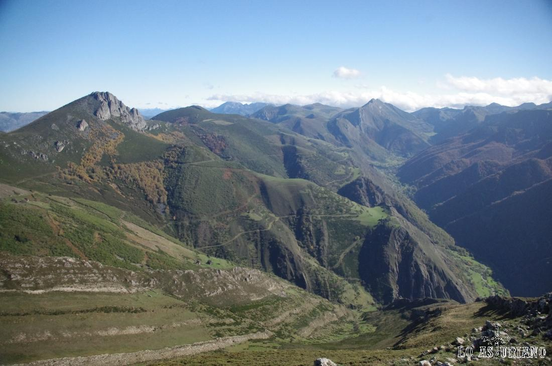 Magníficas vistas del valle de Saliencia desde las crestas del Michu.