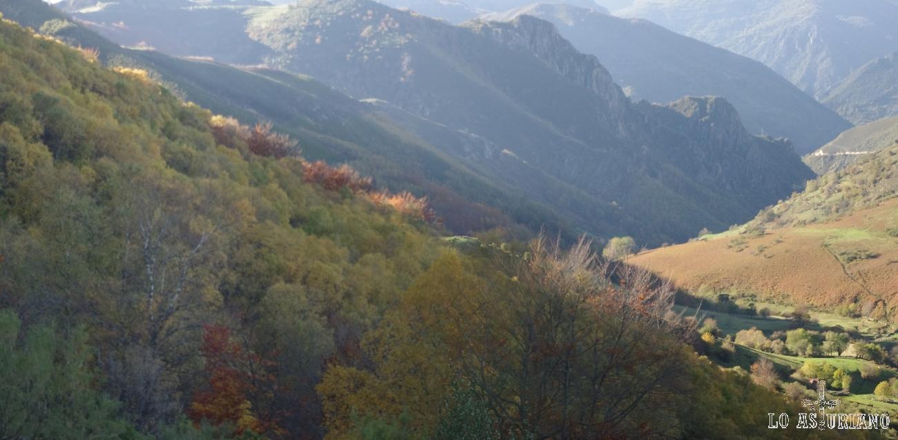 Los regueros van formando el río las Morteras, que forman este valle de Villamor.