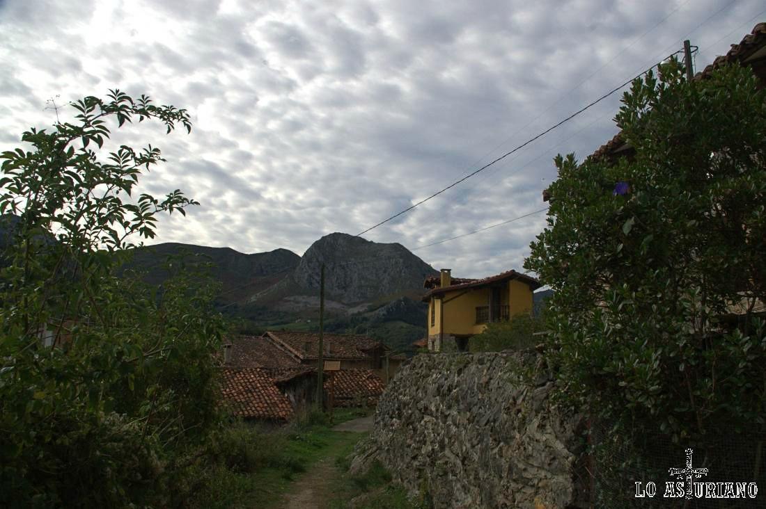 El Burón, Llavazanes, Cordel, Coterona, montañas que forman parte del entorno encantador de Pen.