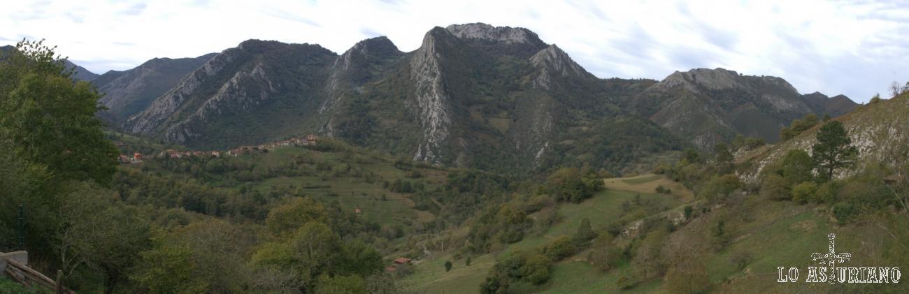 Vistas hacia el oeste, desde Villaverde: Pen, y detrás Pico Cetín, de 1134 m, como mayor altura, entre los montes de Cea y Cetín.