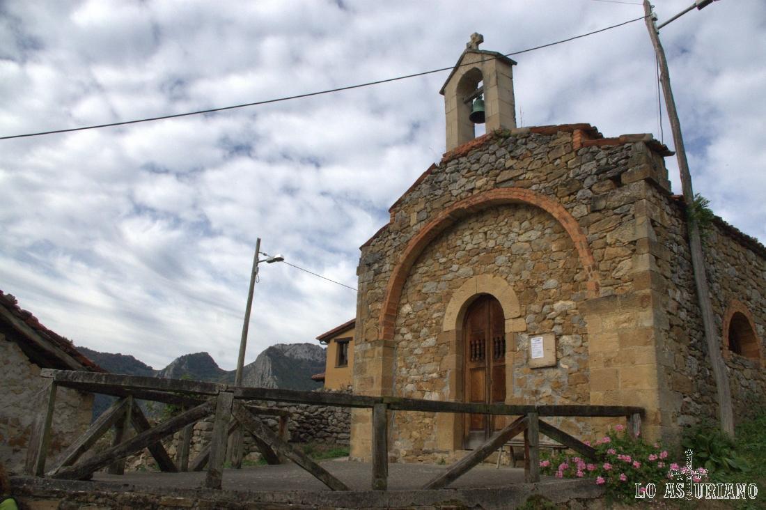 La preciosa ermita de San Roque, en Pen, concejo de Amieva.