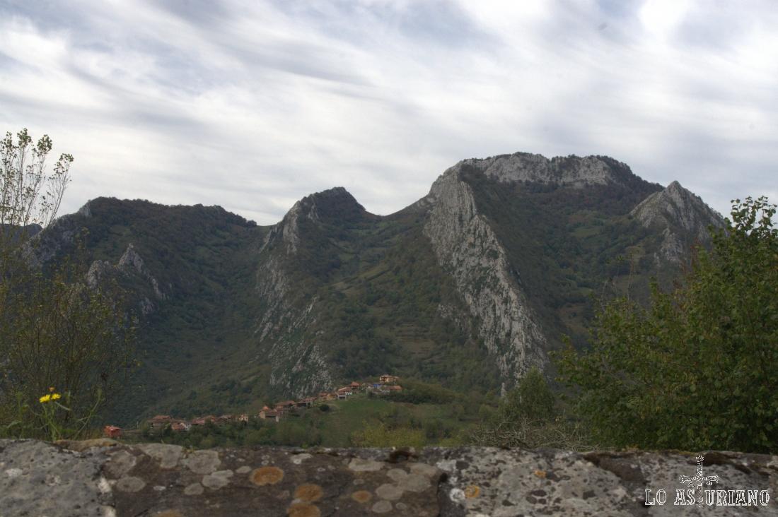 A menos de 1 km de Pen, está Cirieño; nosotros tomaremos dirección a Villaverde.