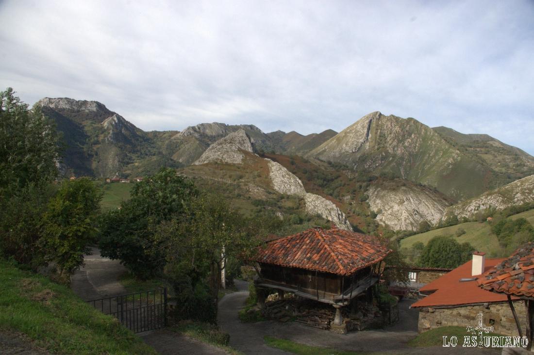 paisaje con hórreos en Villaverde