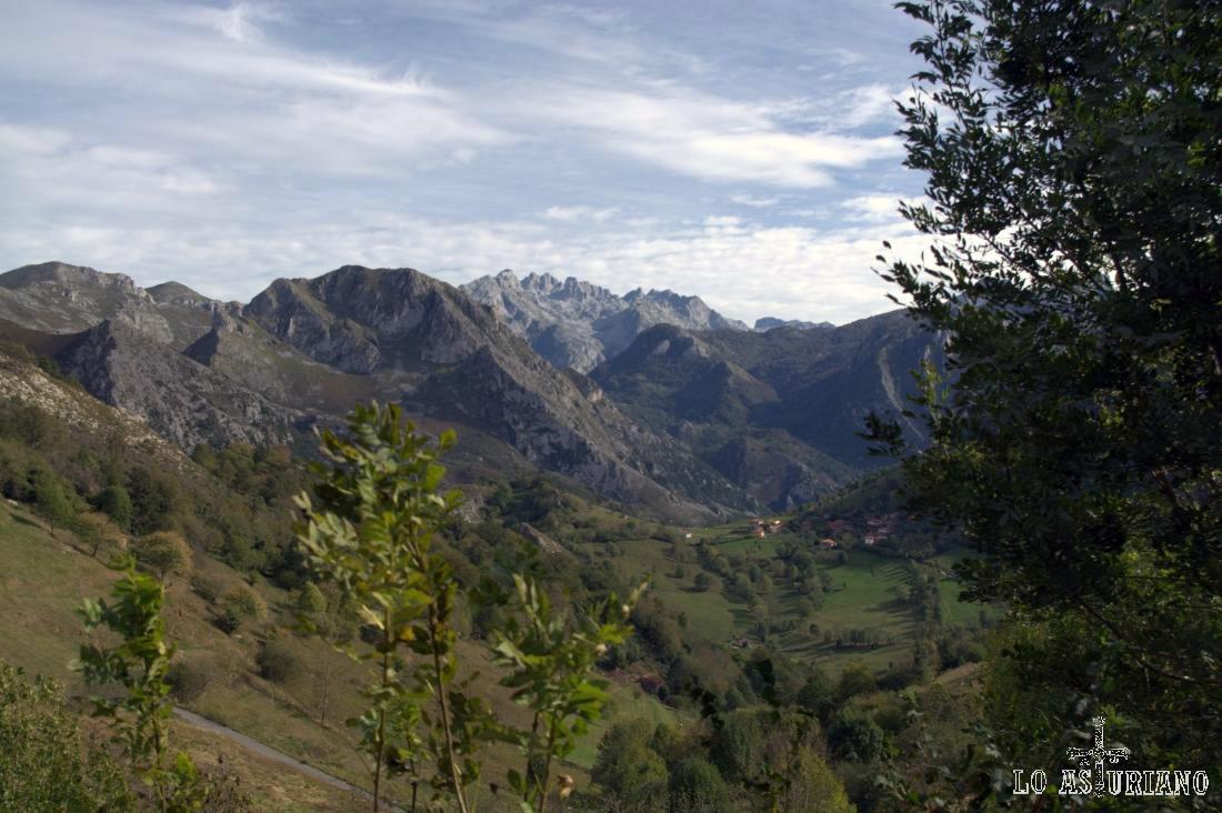 El paisaje que se divisa en el entorno de Argolibio, Amieva, es tan espectacular, que pocos lugares tienen este mismo encanto.