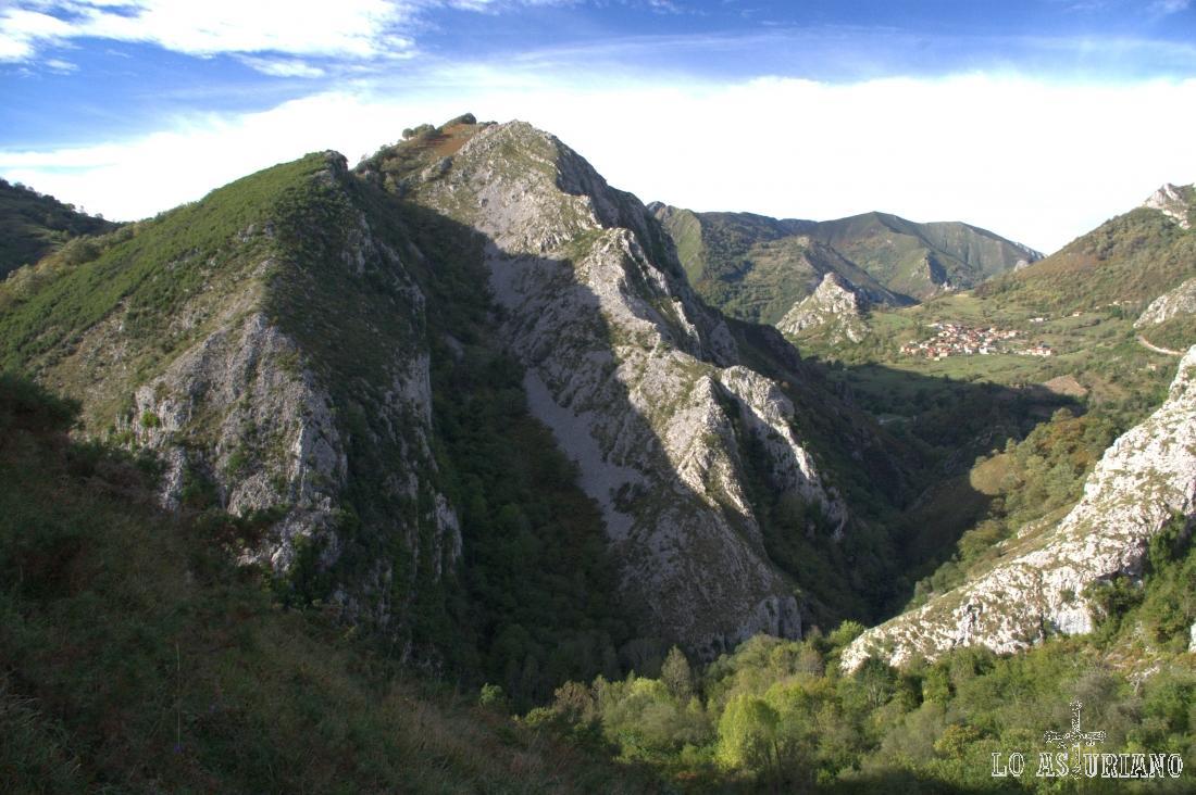 El paisaje de este último tramo de la ruta sigue siendo impresionante.