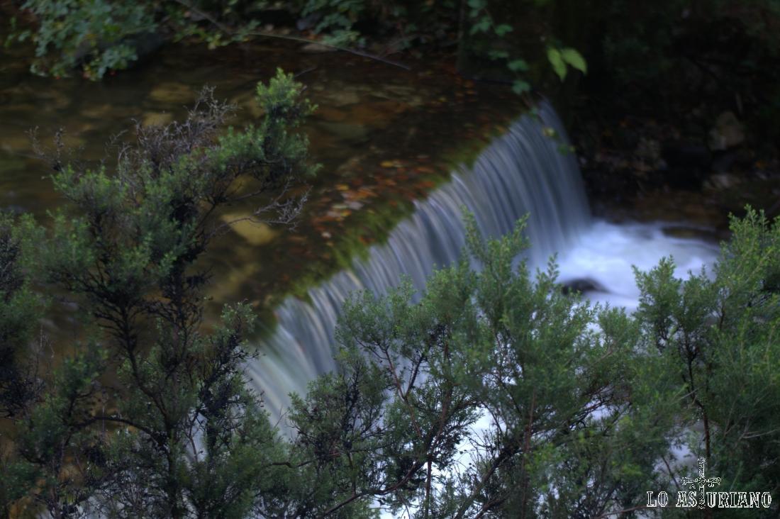 cascada en el Nalón