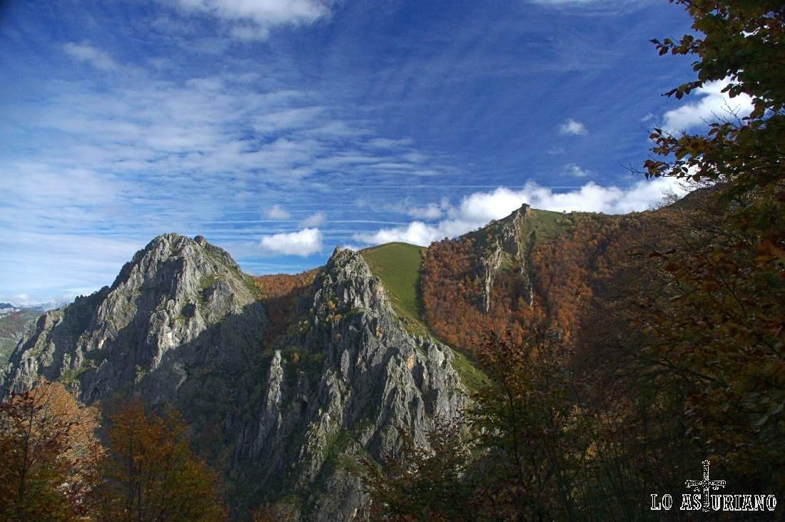 El Cueto Negro, 1582 metros y la Rasa, 1655 m, impresionantes...
