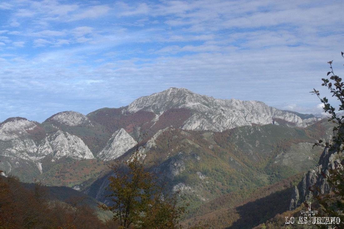 El impresionante Maciédome, también llamado Alto de Ponga.
