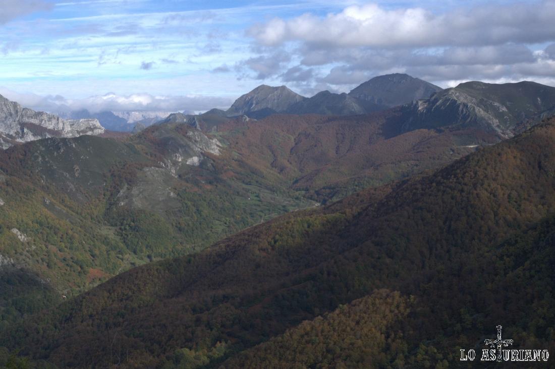 Peña Ten, la más grande, y Pico Pileñes