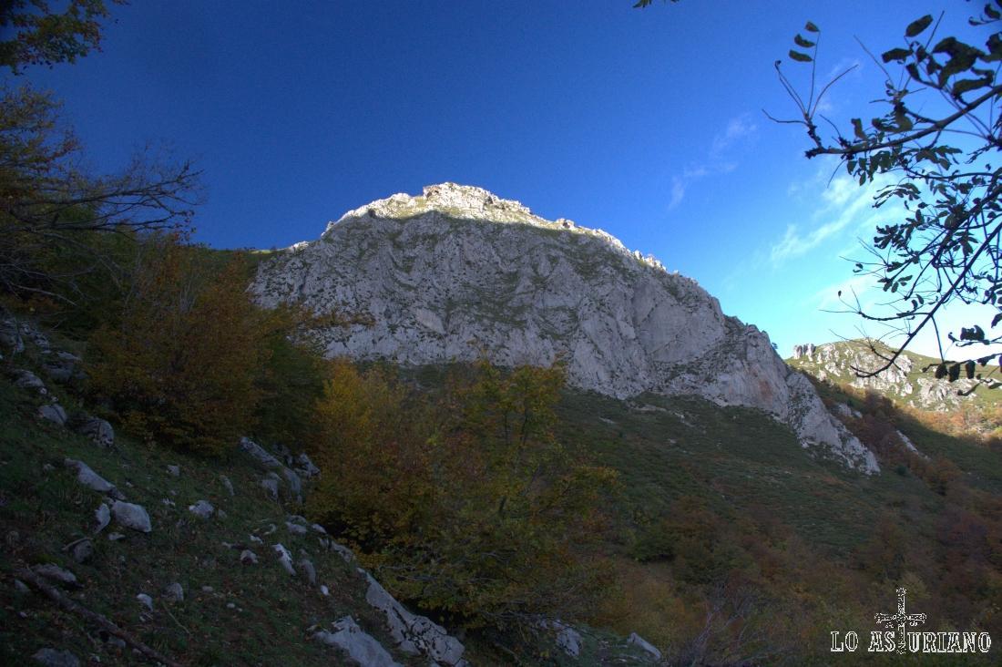El Cerro Fuentes a nuestra izquierda.