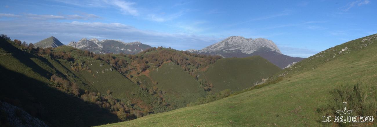El Tiatordos y enfrente nuestra, el verde monte Campón.