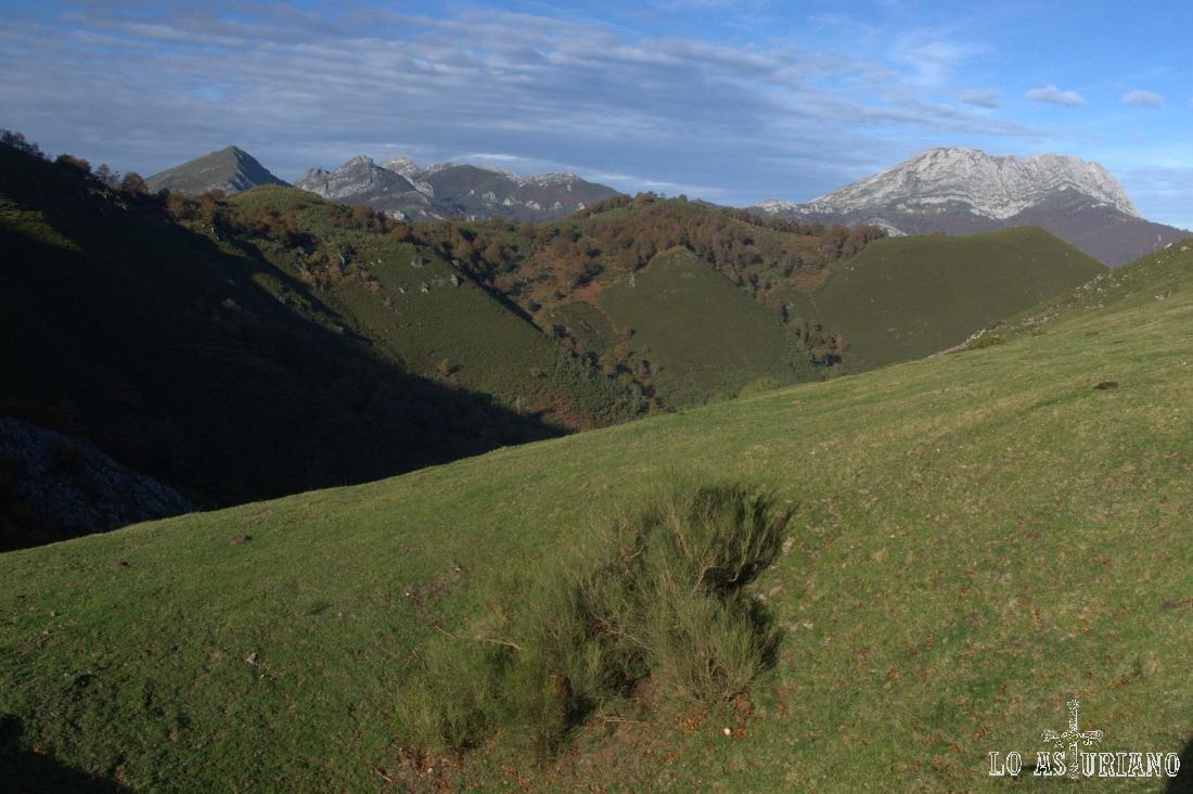 Al fondo, el valle del Campón