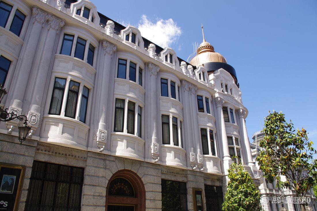 Sede del Banco Herrero, en la Calle de Fruela.