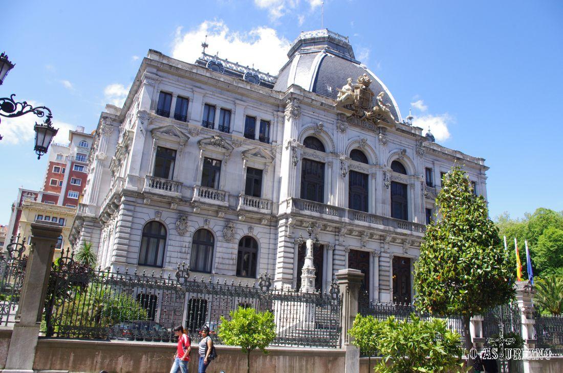 El Palacio regional, ubicado en la calle Fruela de Oviedo.