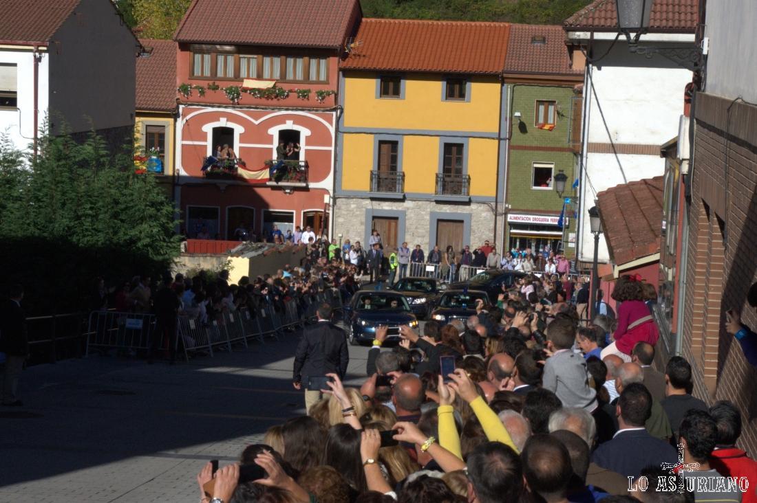 La comitiva de los Príncipes de Asturias acaba de llegar a Teverga.