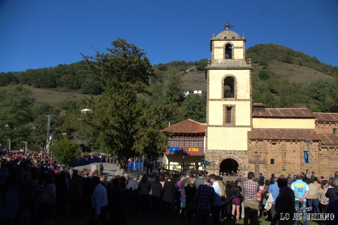 Colegiata de San Pedro en La Plaza, Teverga.