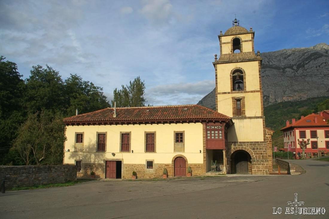 Colegiata románica de San Pedro, La Plaza, Teverga.