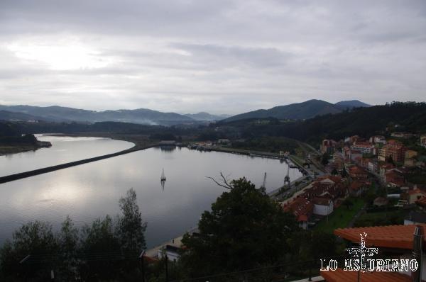 San Esteban de Pravia, en la ría del Nalón; antiguamente era puerto carbonero.