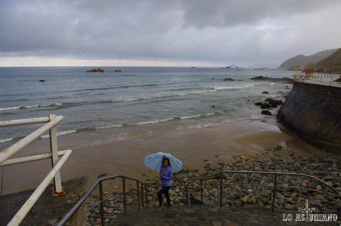 Magnífico aspecto de la preciosa Playa de Aguilar en un día de tormenta.