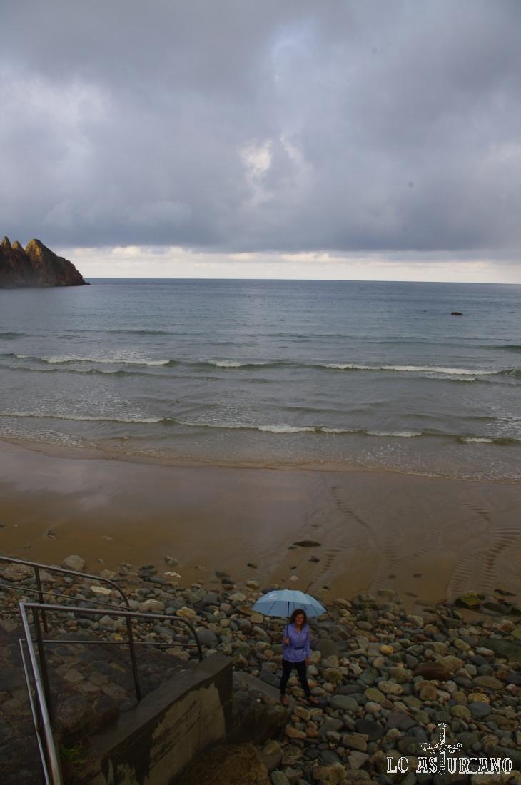 Esta playa de Aguilar se encuentra a escasos 2 km de Villar y de Muros de Nalón.