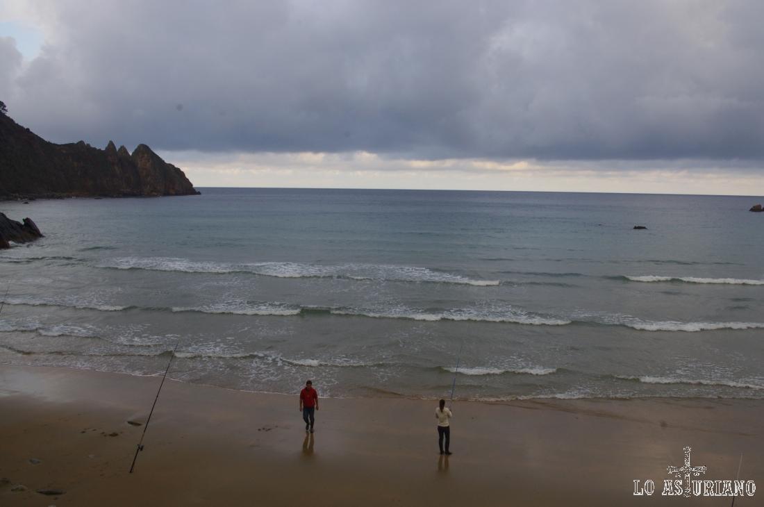 Pescadores en la playa de Aguilar