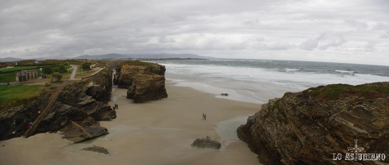 Playa de As Catedrais, en el concello de Ribadeo, provincia de Lugo, a escasos kilómetros de Castropol, primer concejo asturiano por el nor-occidente.